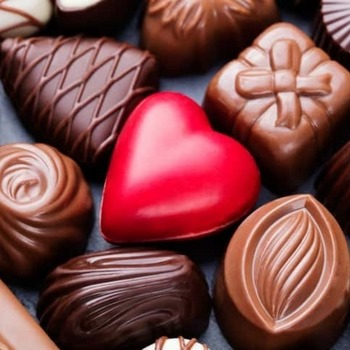 card_Assortment-of-chocolate-candies_-white_-dark_-milk-chocolate-Sweets-background-542696756_727x484-compressed-60.jpg